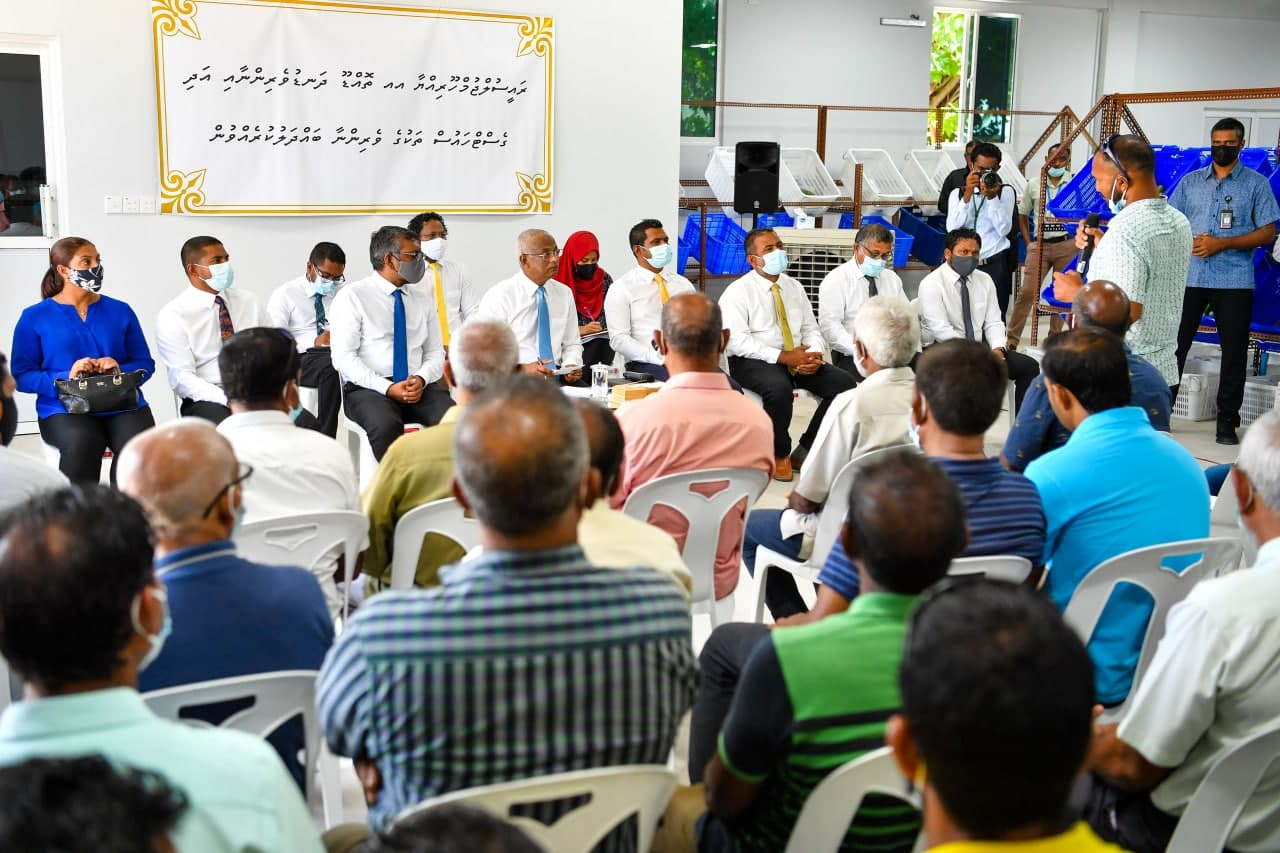 Thoddoo farmers and guesthouse owners discuss their concerns with the President